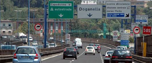 Napoli, inseguimento da film in tangenziale: due arrestati