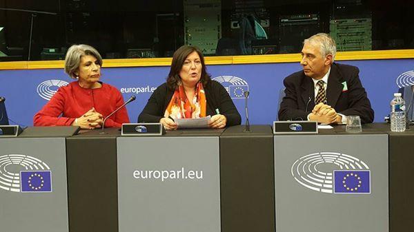 """Terra dei Fuochi, M5S chiede intervento dell'Europa. Commissario Andriukaitis: """"Verrò a vedere con i miei occhi"""""""