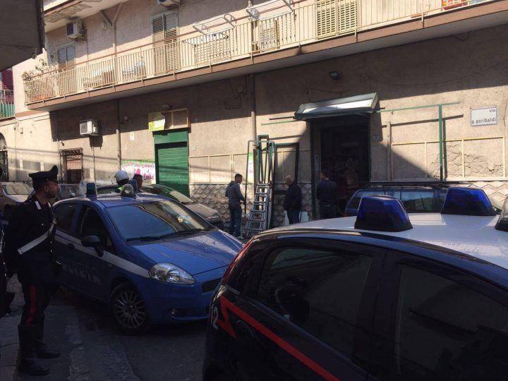 Terrore a Sant'Antimo, bomba al negozio. Danni ad abitazioni e auto