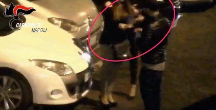 Marito e moglie arrestati: il figlio reagisce e picchia i carabinieri