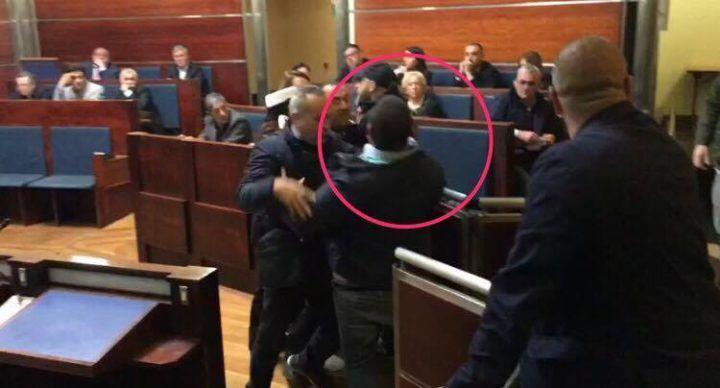 Giugliano, tensione al Comune: irruzione di esponenti di estrema destra in consiglio. VIDEO