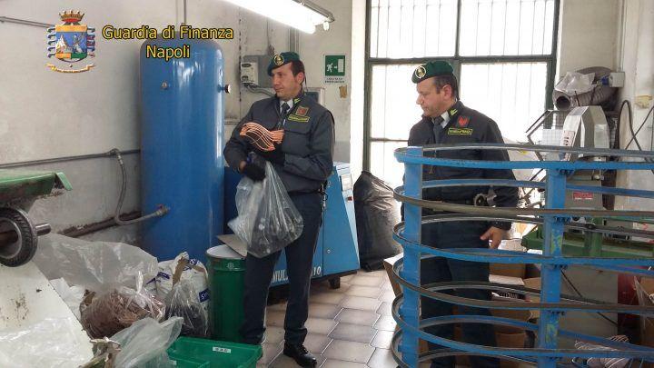 """Blitz a Melito, sequestrato opificio abusivo con 8 operai """"a nero"""""""