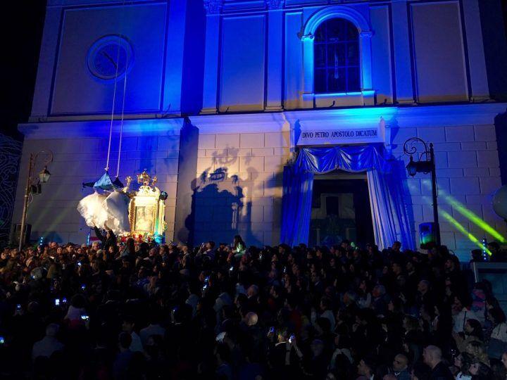 Parete, migliaia di fedeli per la Madonna della Rotonda