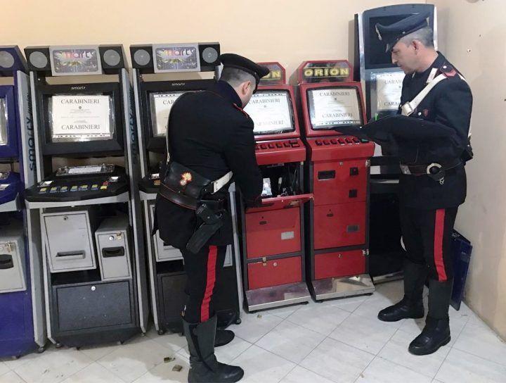 Pozzuoli, scuola e slot machine: la doppia attività di un commerciante
