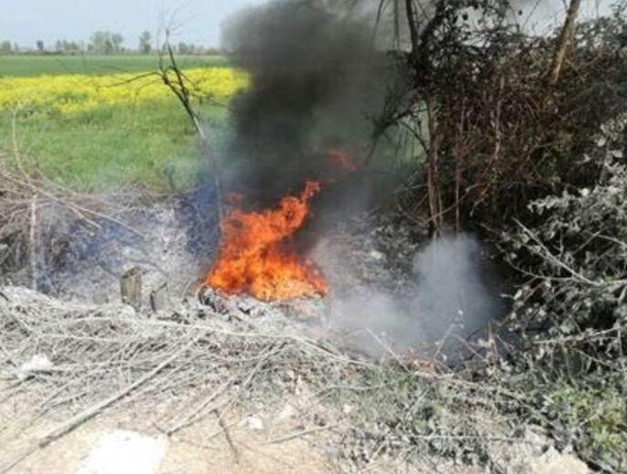 Scoperti a bruciare rifiuti: arrestati 5 migranti