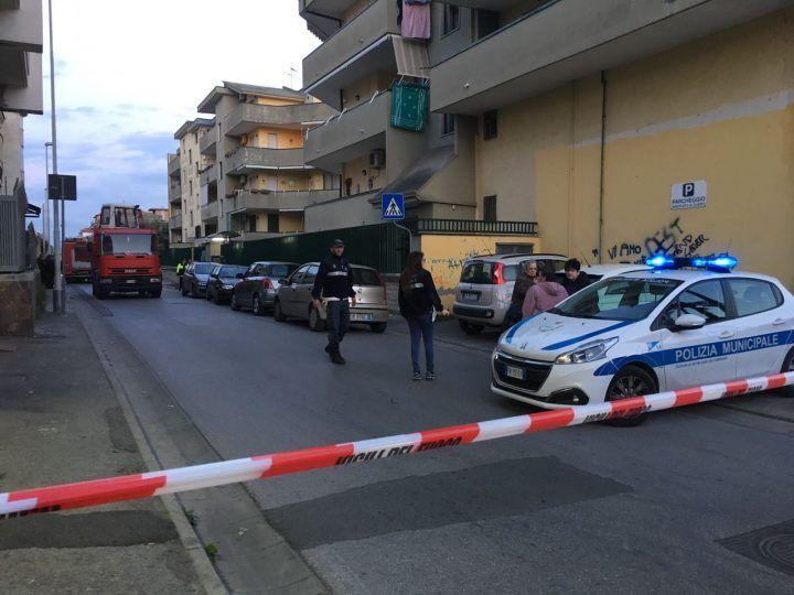 Giugliano, sprofonda tratto di via San Giuliano: vigili e pompieri sul posto