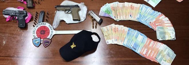 Pistole, droga e contanti: madre e figlia arrestate alla Sanità