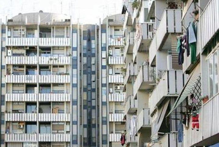 Camorra a Napoli, si impossessano di casa popolare e la vendono a 17mila euro. Tre arresti