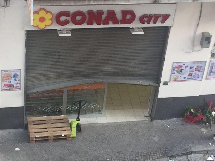 Giugliano. Furto al supermercato appena inaugurato, banditi via con 50 euro