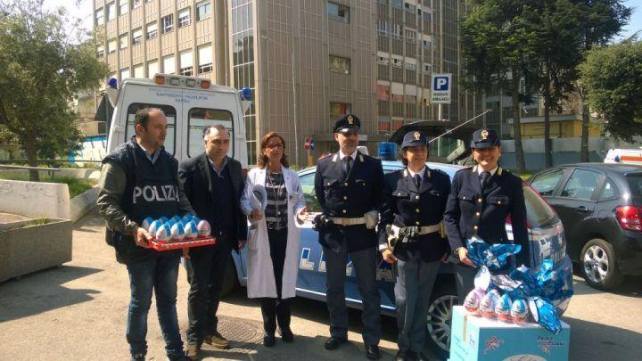 Napoli, Polizia di Stato regala uova di Pasqua ai bambini dell'ospedale Santobono