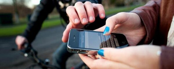 Bagnoli, 15enne rapinatrice di smartphone arrestata. Le vittime erano i suoi coetani
