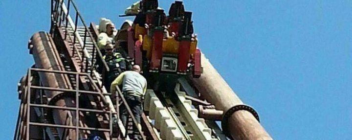 Blackout sulle montagne russe, turisti restano a testa in giù