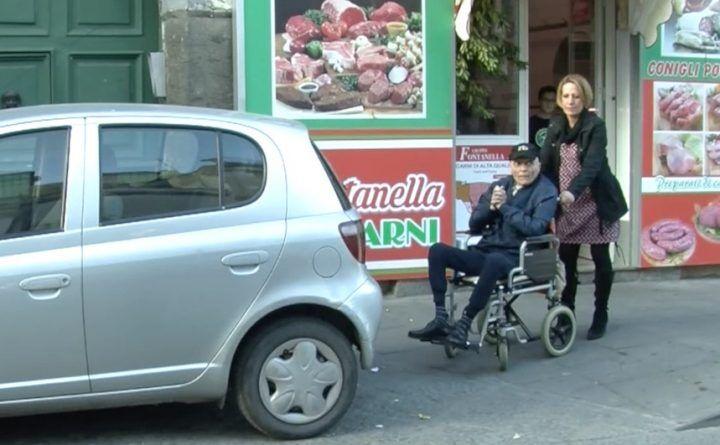 Giugliano, barriere ed inciviltà: i disagi di un disabile