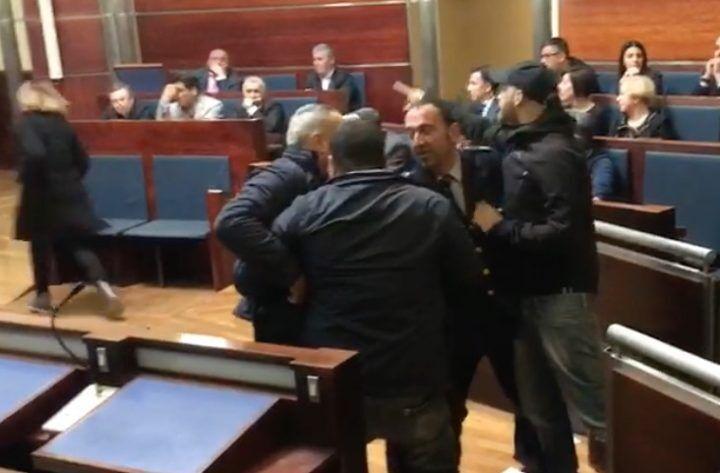 """Ecovillaggio rom, il comitato: """"Prendiamo distanze da irruzione in consiglio comunale"""""""