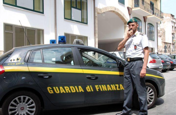 """Genova, arresto del direttore dell'Agenzia delle Entrate: Walter Pardini """"beccato"""" con tangente da 7.500 euro"""