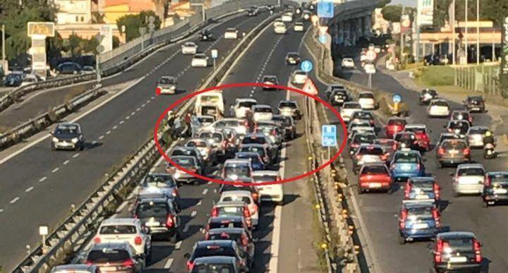 Giugliano: terribile incidente sull'Asse Mediano, traffico in tilt