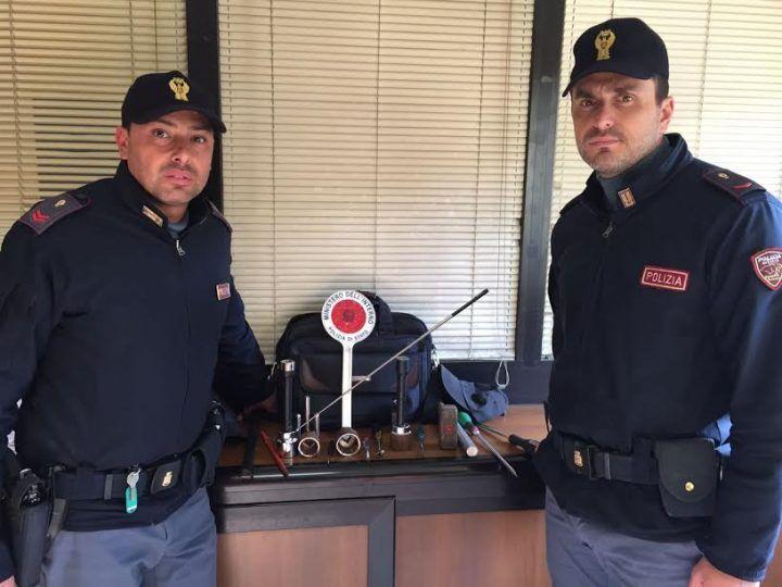 Napoli, arrestato ladro d'appartamento: sequestrato il kit dello scassinatore