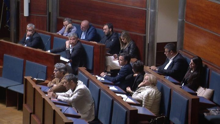Consiglio su ecovillaggio rom: in maggioranza assenti D'Alterio, Guarino e Di Gennaro. C'è aria di crisi?