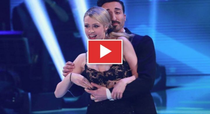 Martina Stella hot: seno nudo in tv a Ballando con le Stelle. VIDEO