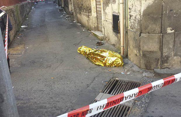 Salerno, muore in strada stroncato da un malore a soli 54 anni
