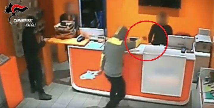 Casoria, rapina in un centro di telefonia: arrestati tre giovanissimi. VIDEO