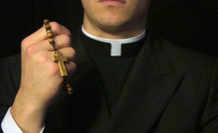 Festini gay a pagamento, perquisiti preti a Napoli e Pozzuoli