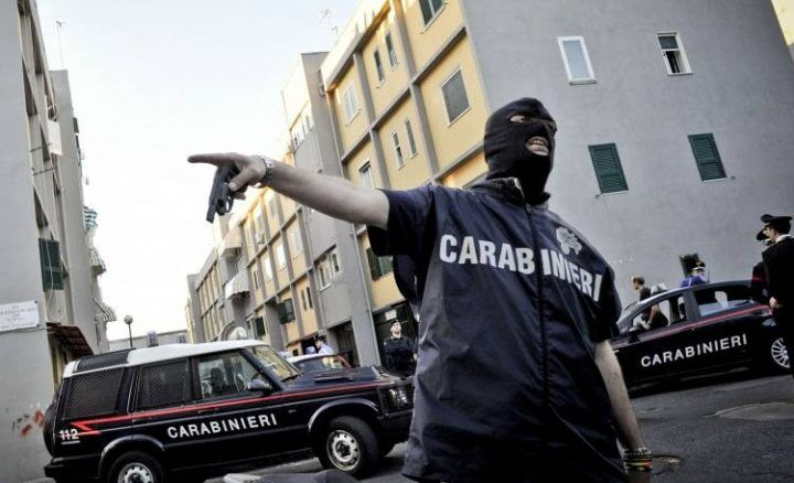 Camorra, affiliato al clan Di Lauro arrestato a Civitavecchia
