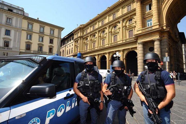"""Napoli, allarme a Fuorigrotta: """"C'è un pakistano col mitra"""""""