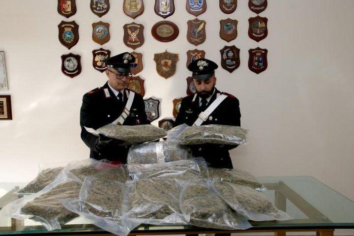 Qualiano, nascondeva 17 chili di marijuana sotto il letto. In manette donna 45enne