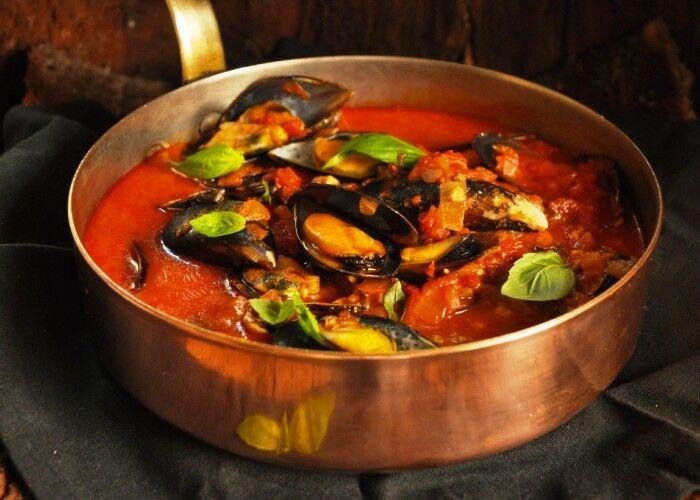 Giovedì Santo, ecco perché la zuppa di cozze è un inno alla tradizione: dove mangiarla