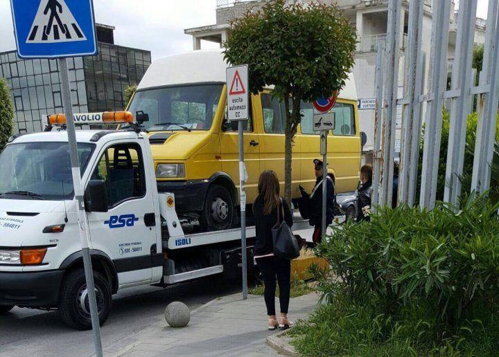 Controlli dei Carabinieri di Giugliano fuori alle scuole. Sequestrati 40 mezzi