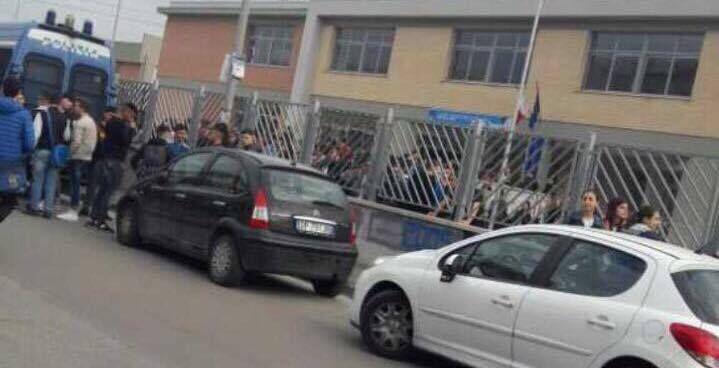 Mugnano, proteste degli studenti del Segrè contro la decisione di Città Metropolitana