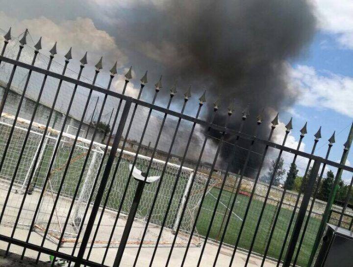 Aversa, maxi-incendio tossico nei pressi del liceo artistico