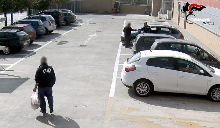 Truffa due anziani nel parcheggio del supermercato, arrestato uomo di Qualiano. Ecco la tecnica utilizzata
