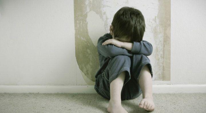 Casagiove, minorenni violentati e costretti a tagliare droga: arrestati madre e compagno
