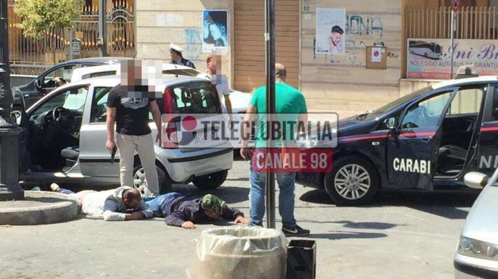 Qualiano, carabinieri in borghese sventano rapina. Tre arresti