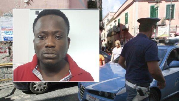 Napoli, prova a reagire all'arresto: bloccato pusher ghanese