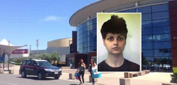 Furto da Zara al centro commerciale Campania, arrestata ragazza