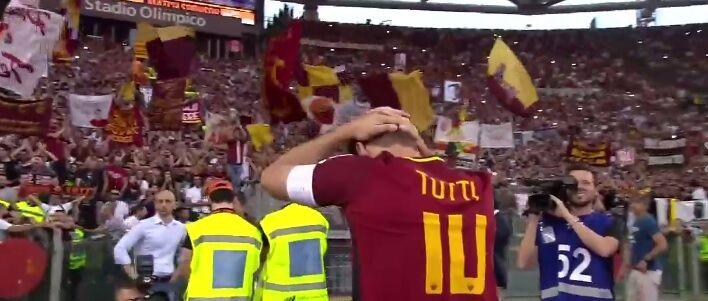 Totti, addio alla Roma: il video del capitano in lacrime. VIDEO