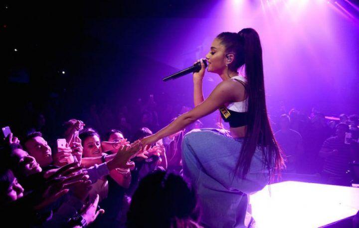 Ariana Grande pagherà i funerali delle vittime dell'attentato a Manchester