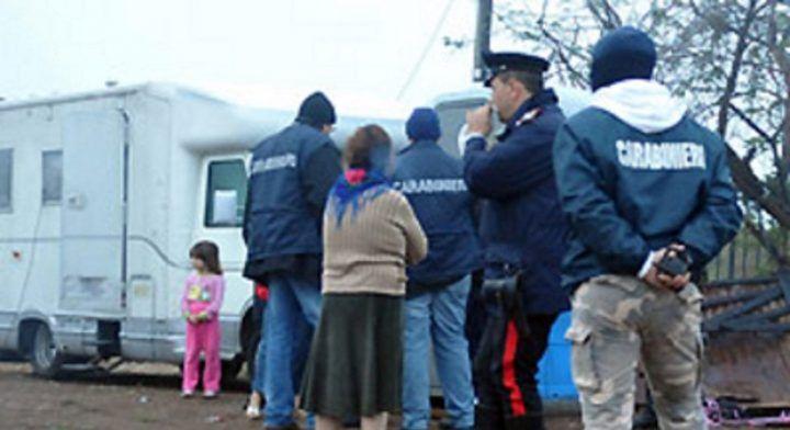 Padre e figlia minorenne rubano giubbotti: presi dai carabinieri