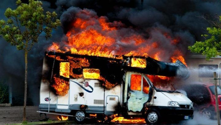 Camper in fiamme: morte tre sorelle, la più piccola ha 4 anni