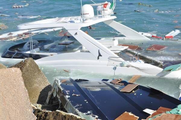 Ischia, barca contro scogli ed affonda: salvata famiglia