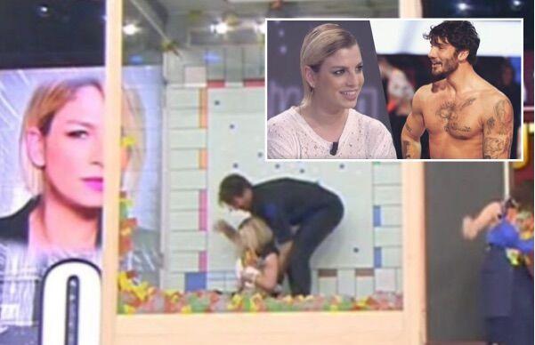 Emma e Stefano De Martino, siparietto 'hot' ad Amici: parte tagliata