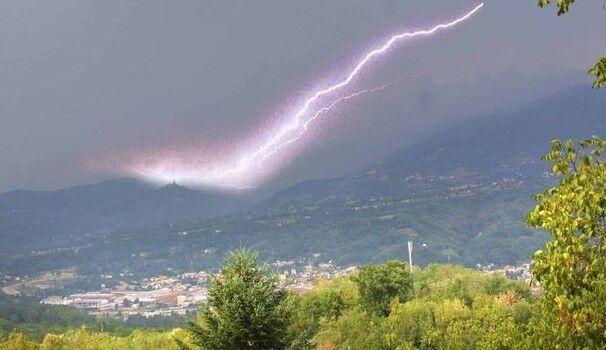 Lecce, bussa a un cancello e muore colpito da un fulmine: muore Giuseppe Nicolardi