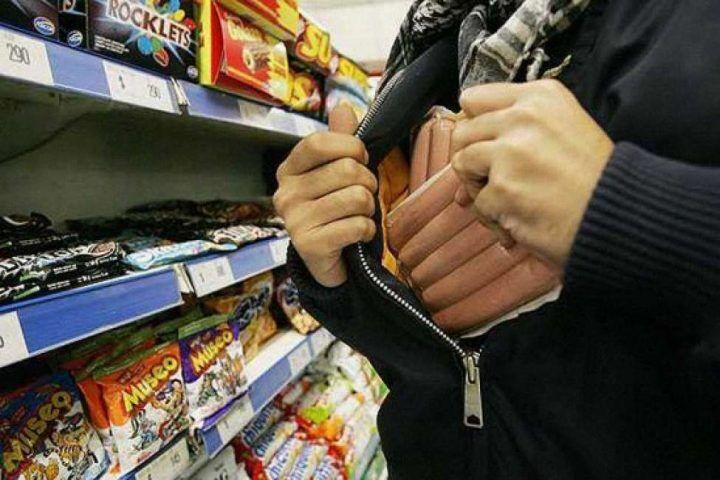 Assurdo a Milano, poliziotto ladro di Mondragone ruba al supermercato