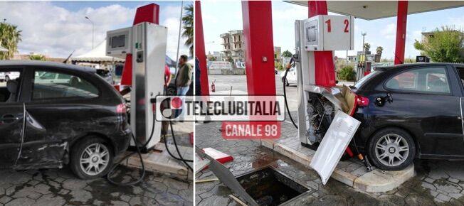 Marano, incidente nei pressi della rotonda di Maradona, auto finisce in distributore gas