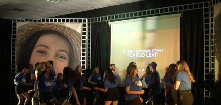 """Marano, cerimonia del """"tocco"""" al Liceo Levi"""