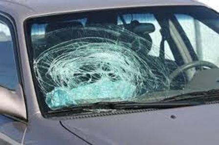 Forio d'Ischia. Colpisce vettura con un palo da segnaletica e offende i carabinieri: arrestato