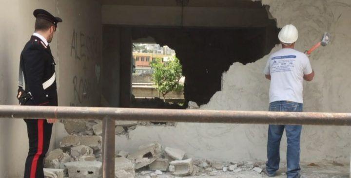 Melito, abbattuti i muri nella piazza di spaccio degli Scissionisti